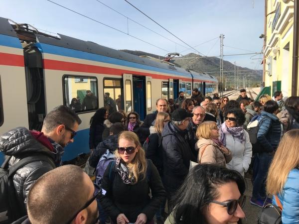 Successo di partecipazione per il Treno dei Laghi di Puglia. Buona la prima del progetto Rotaie d'Autunno