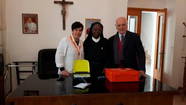 Anche la fondazione Onlus Gesù e Maria di Vieste si è dotata di un defibrillatore.