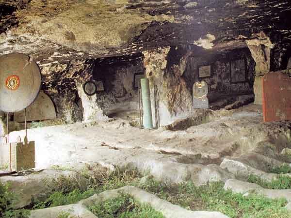 Vieste/ Necropoli LA SALATA, le origini del Cristianesimo affiorano nel Gargano. Il sito archeologico viestano, ancora non visitabile per pastoie burocratice, presenta interessi geologici, botanici e faunistici.