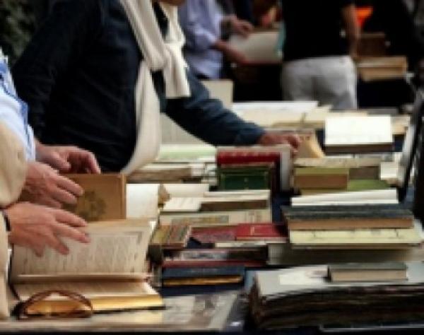 Regione/ Libri gratis per medie e superiori se l'Isee non supera i 10.632 euro.