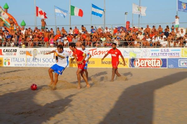 Beach soccer a Vieste - E' il giorno di Italia-Argentina... e Foggia