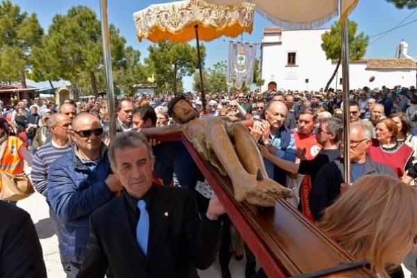 Ischitella, folla di fedeli alla festa del Crocifisso di Varano