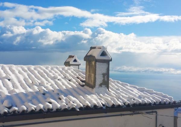 Primo assaggio d'inverno sul Gargano: neve e freddo sulle alture