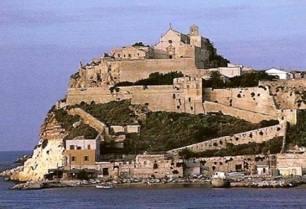 """Tremiti, in arrivo 20 milioni per il recupero dell'isola di San Nicola: """"Rilanceremo il turismo"""""""