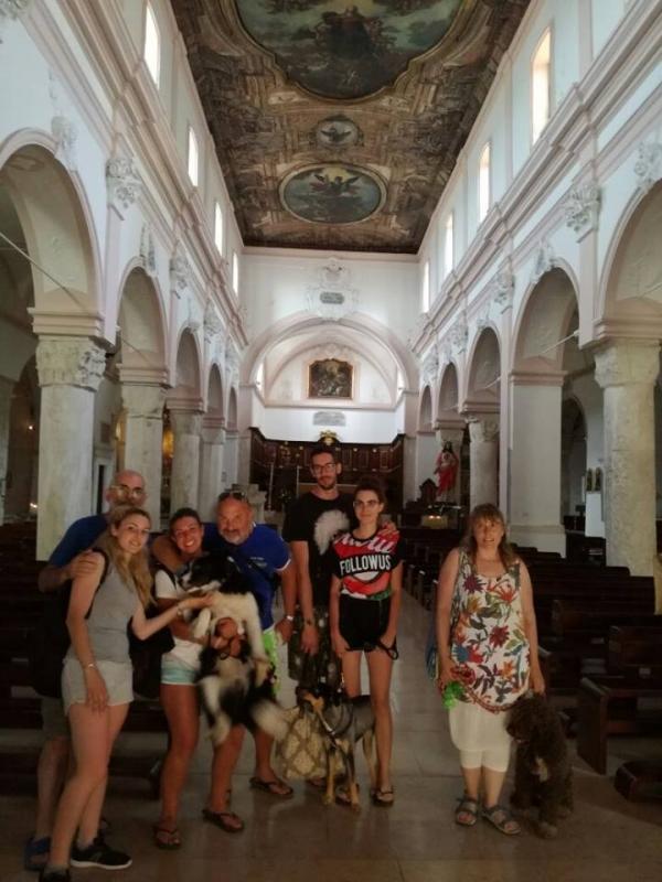 Vieste Animal Friendly: cani ammessi in chiesa e cinoanimatori, tutti i servizi 2017