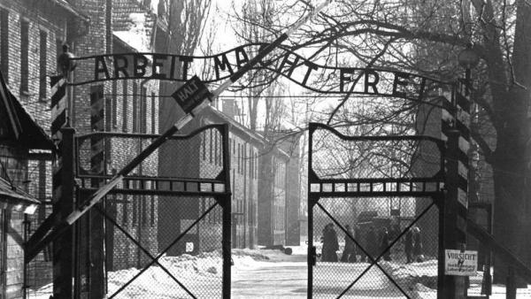 """L'IPSSAR MATTEI di Vieste ad Auschwitz e Birkenau per """"Il giorno della memoria""""."""