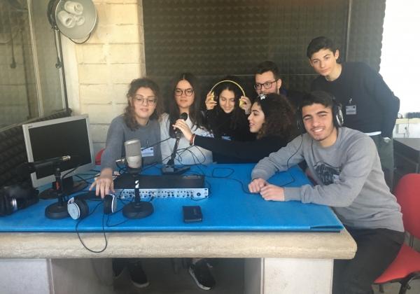 """Vieste/ Riparte con la III°A del Liceo """"Fazzini-Giuliani"""" l'ALTERNANZA SCUOLA-LAVORO a OndaRadio"""
