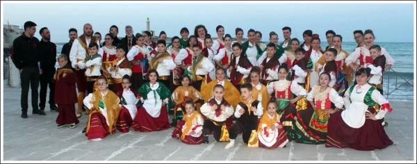 Il gruppo folkloristico di Vieste Pizzeche & Muzzeche è pronto ad offrirvi un'altra serata magica