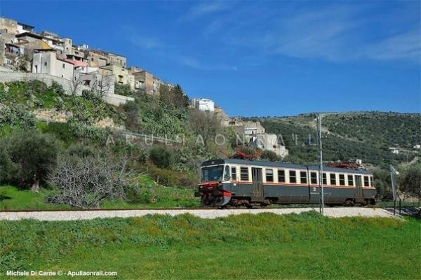 Alla scoperta dei laghi di Puglia con il treno di FerGargano