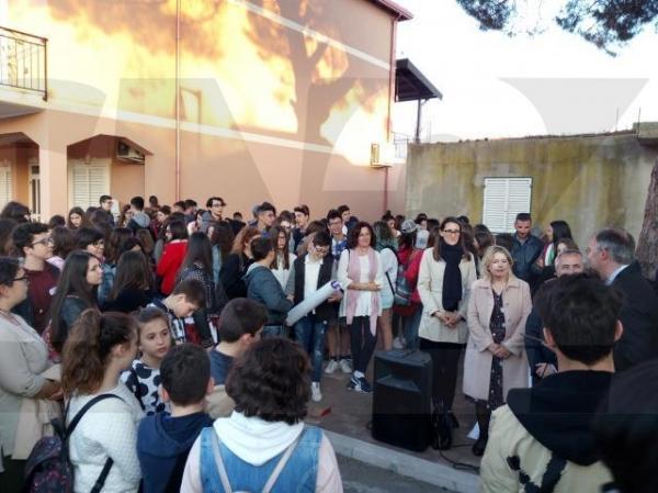 Gara di scioglilingua, a San Leonardo di Crutro una vera festa popolare: i primi posti occupati tutti dagli alunni viestani